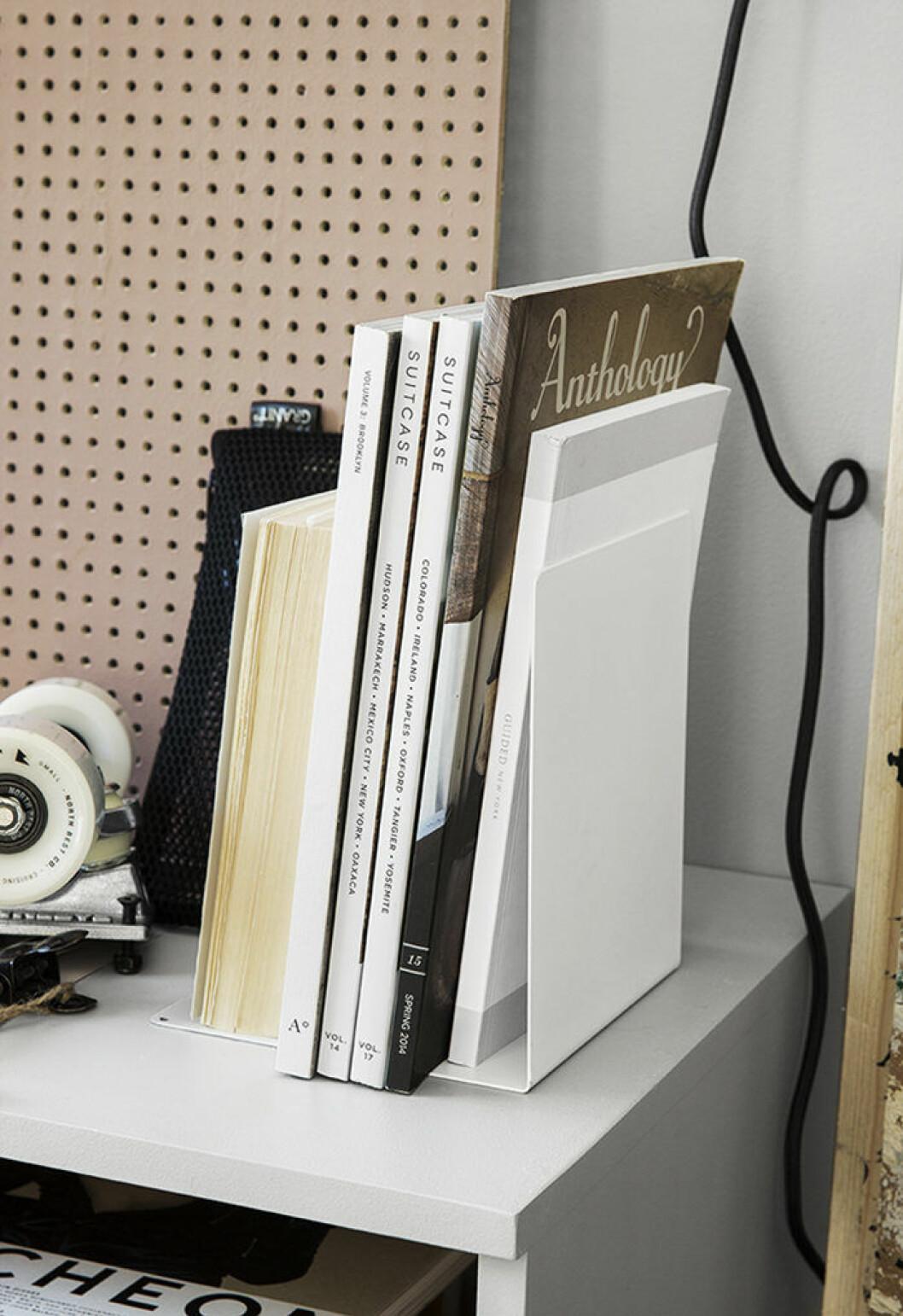 Förvaring och skrivbordstillbehör från Granit