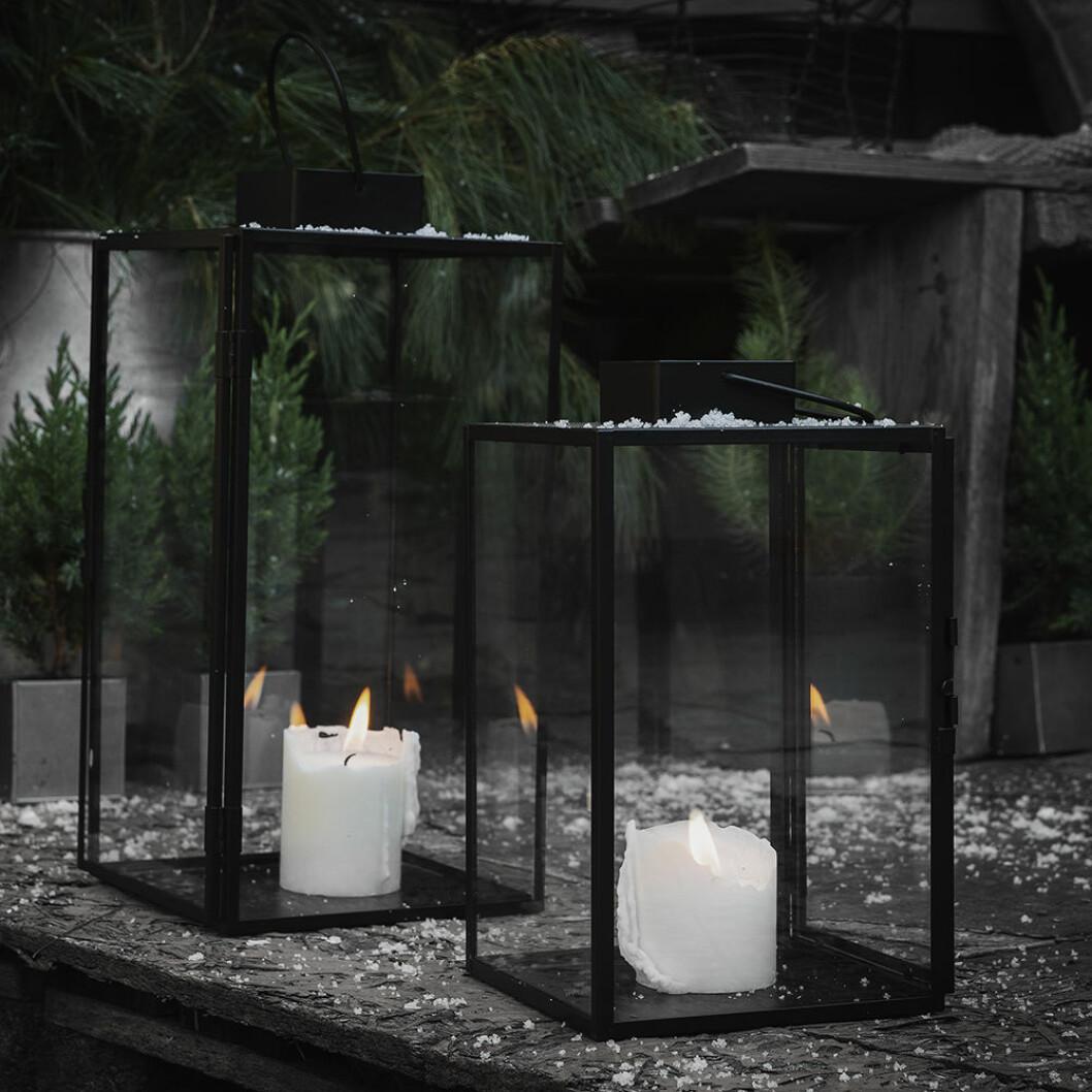 Svarta ljuslyktor med transparenta glasrutor från Granit