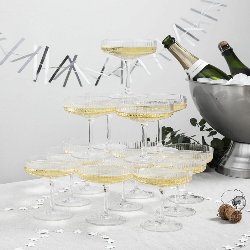 Räfflade champagneglas från Granit 2019