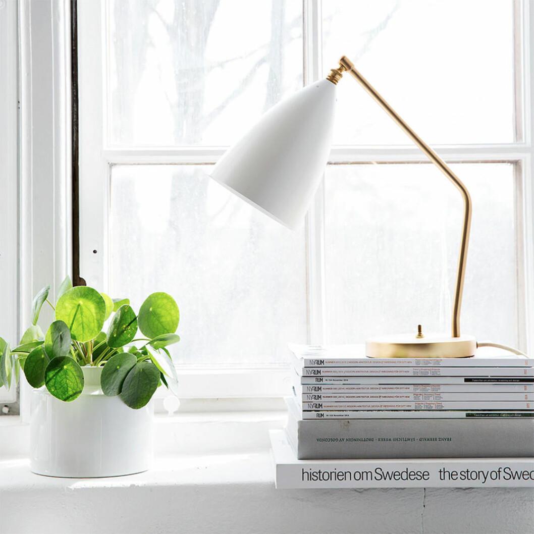 Gräshoppa bordslampa från Gubi