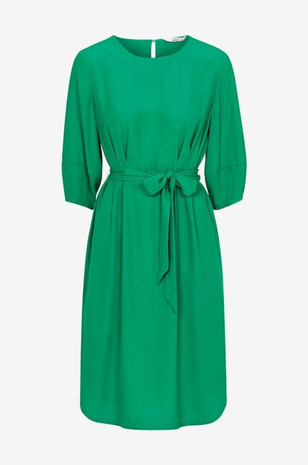 Grön klänning medellång