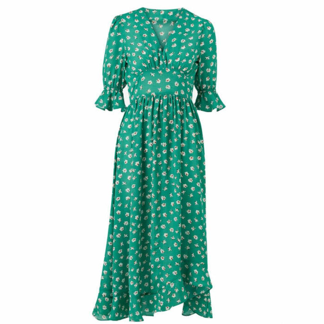 Grön klänning med volang nedtill
