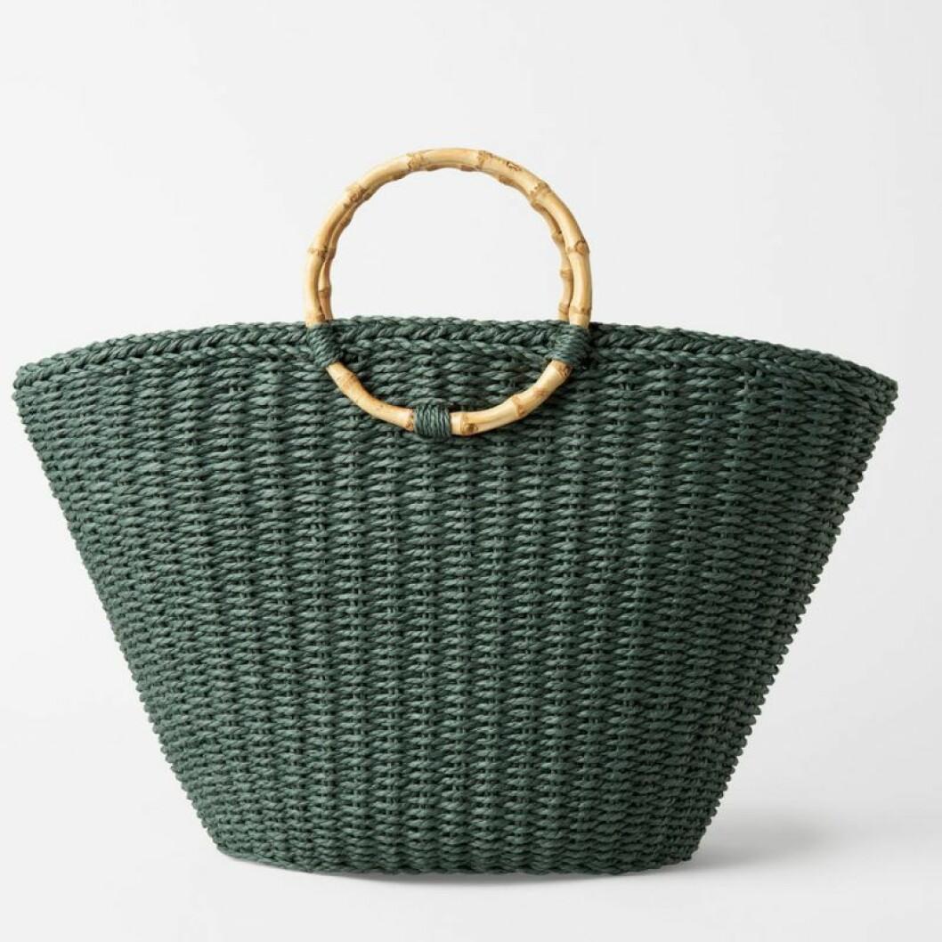 Grön stråväska med runda handtag