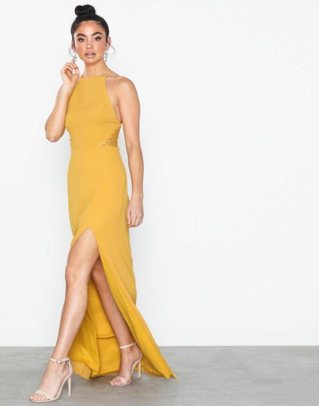 Gul halterneck klänning