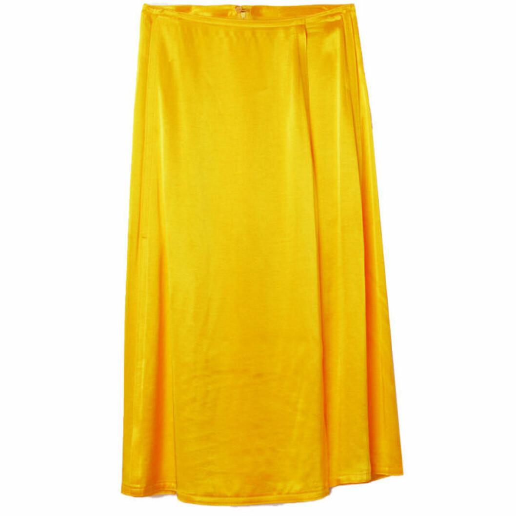 Gul kjol i satin perfekt till midsommar