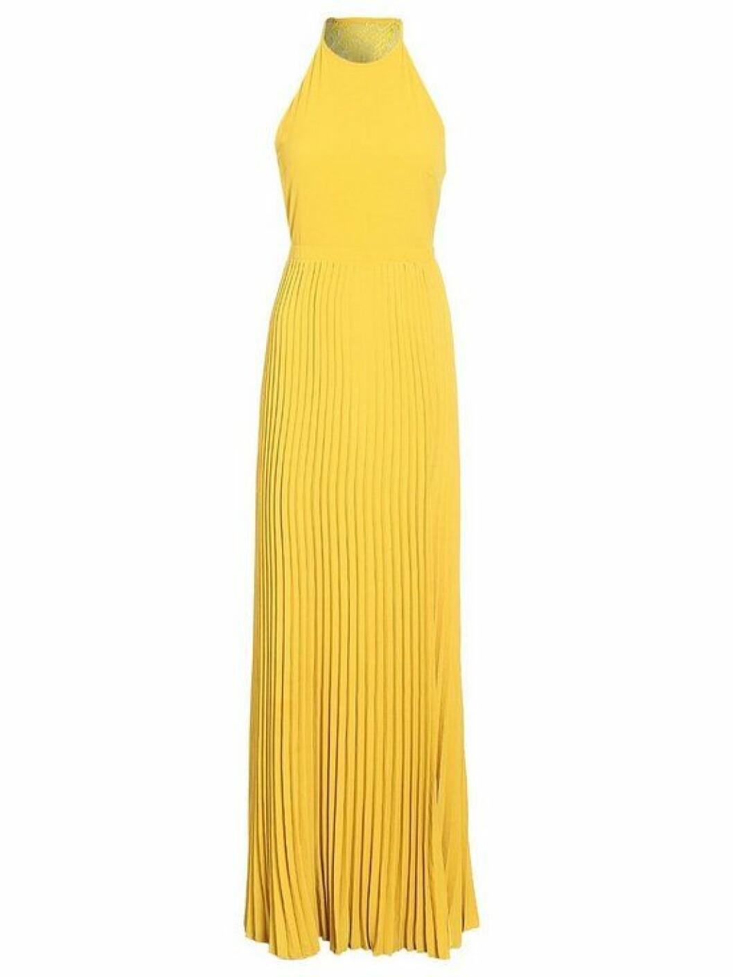 Gul plisserad klänning