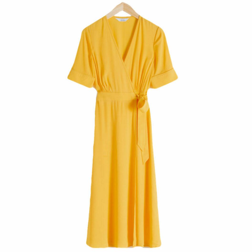Gul wrapklänning