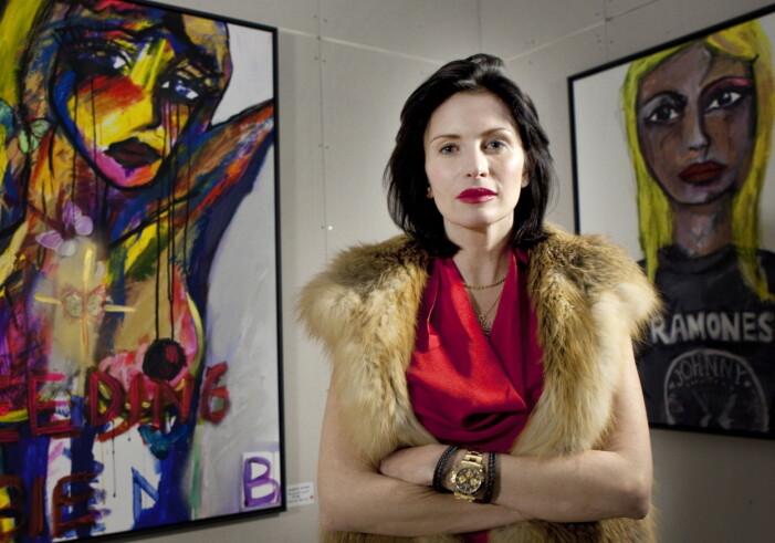 Carolina Gynning med sin konst