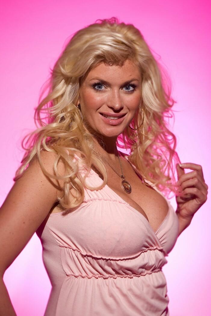 Carolina Gynning i rosa linne 2005