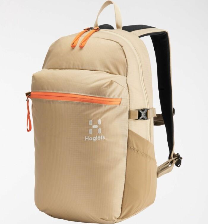 Beige ryggsäck med orangea detaljer. Ryggsäck från Haglöfs.