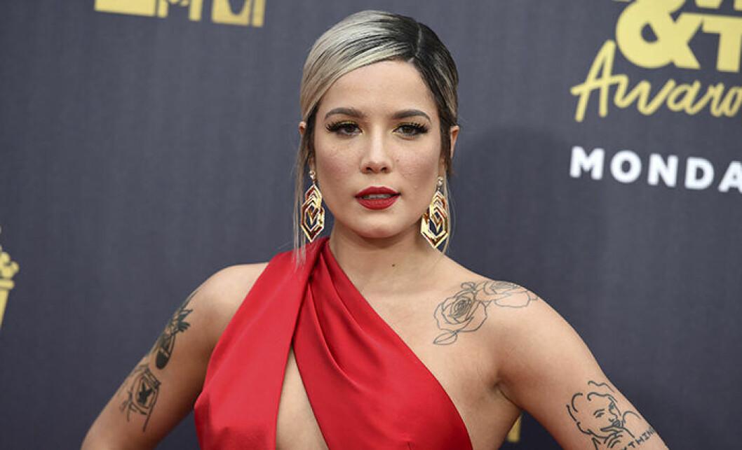 Halsey är en av kändisarna som berättat om sin endometrios