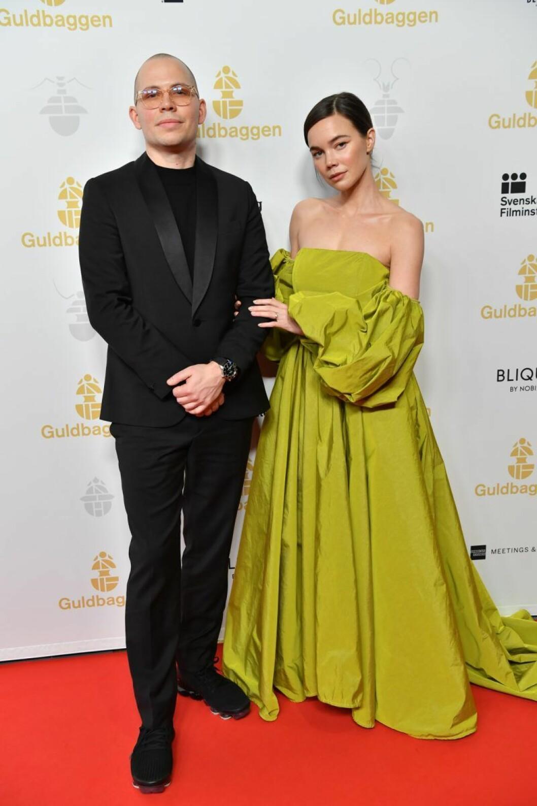 Hedda Stiernstedt med sin partner Alexis Almström på röda mattan på Guldbaggegalan 2020