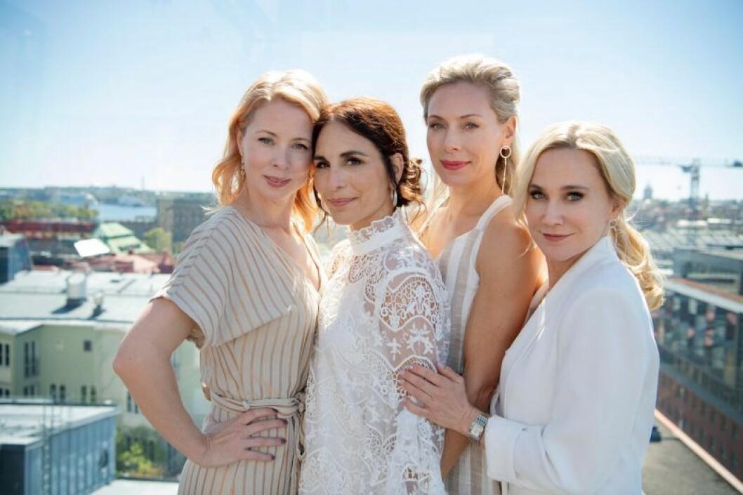 Heder på Viaplay handlar om fyra advokater och de spelas av Alexandra Rapaport, Anja Lundqvist, Julia Dufvenius och Eva Röse