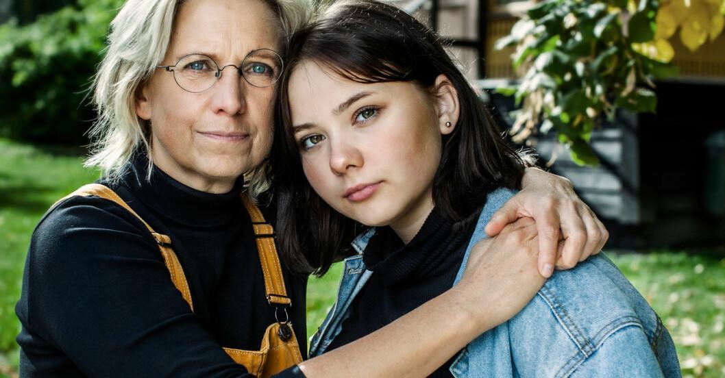 Nadja Yllner med dottern Lova som blev hemmasittare.