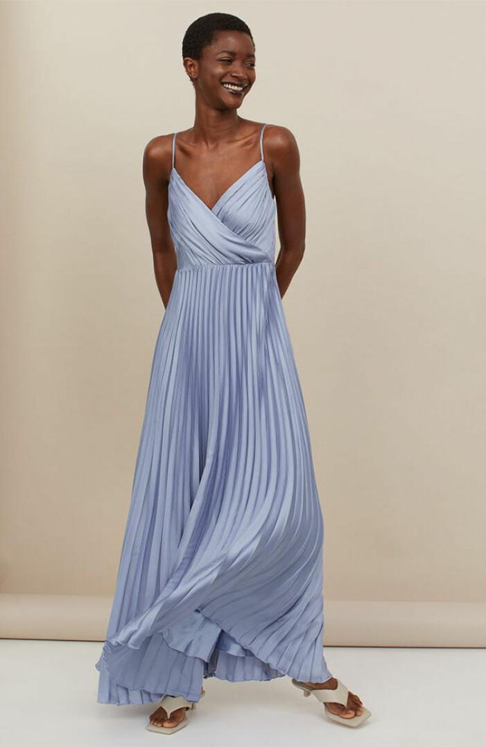 blå plisserad klänning från H&M