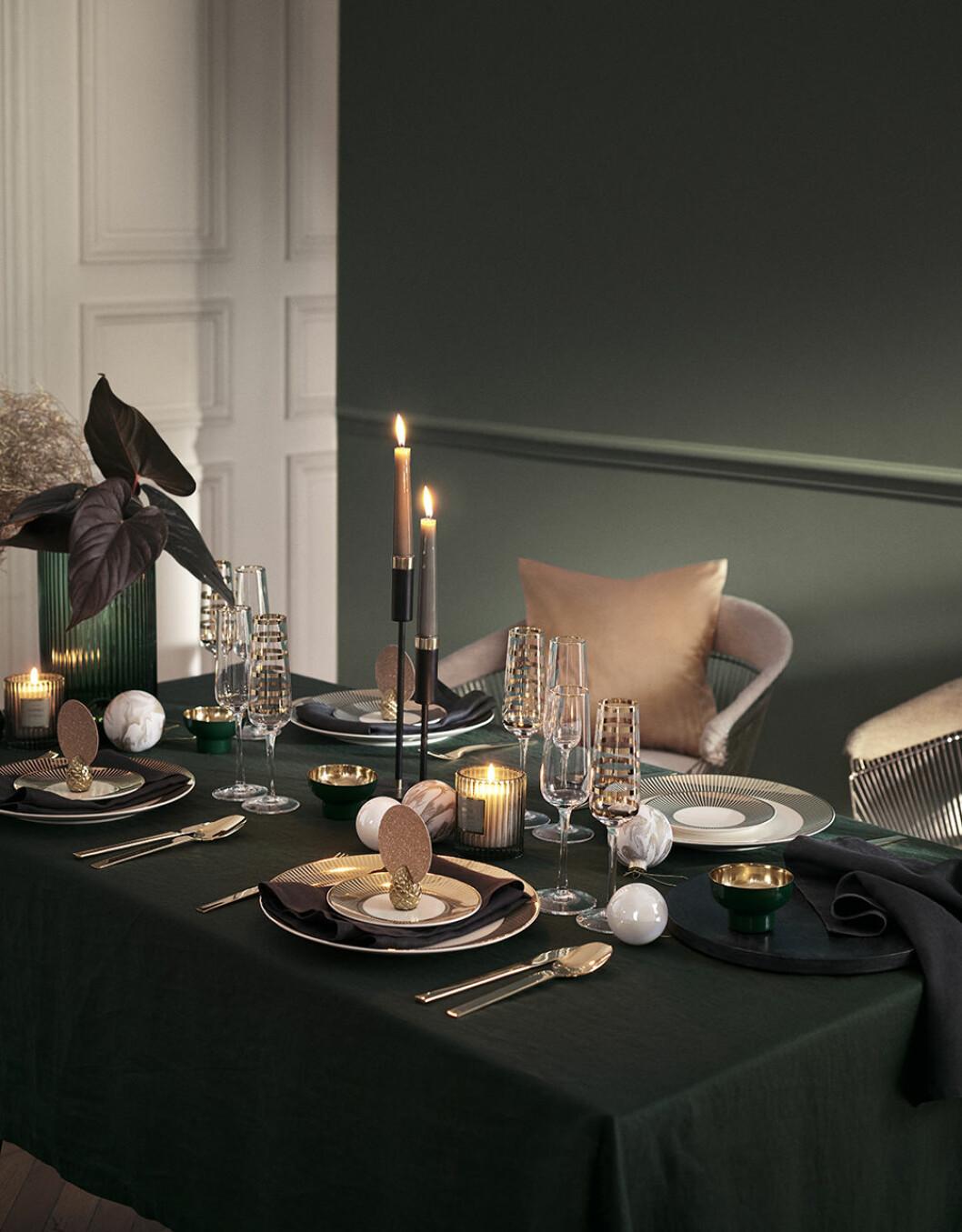 Det dukade bordet går i blänkande mässing hos H&M Home i jul