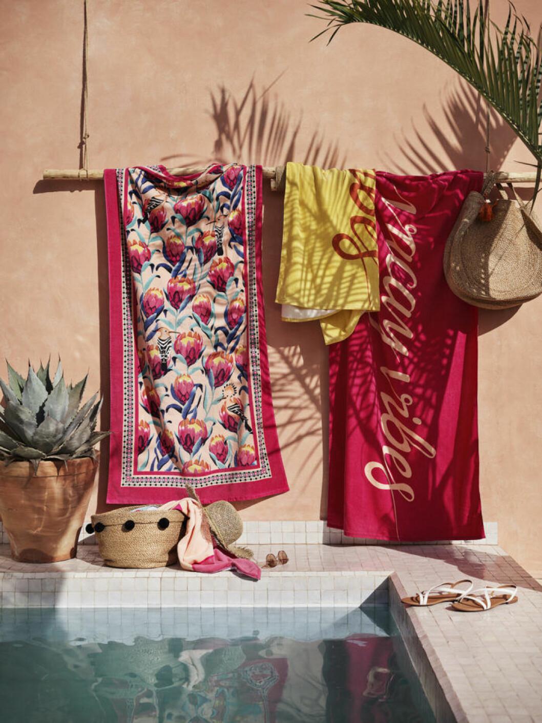 Färgstarka handdukar hos H&M home i sommar