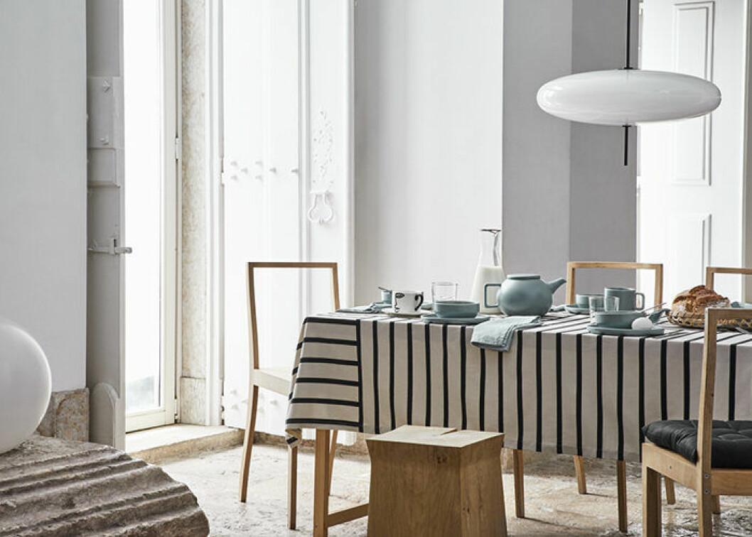 Vårens första kollektion hos H&M Home har turkosa detaljer för köket