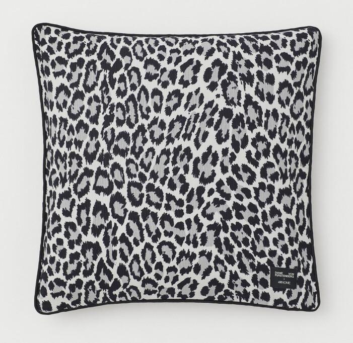 H&M home x Diane von Furstenberg leopardmönstrad kudde