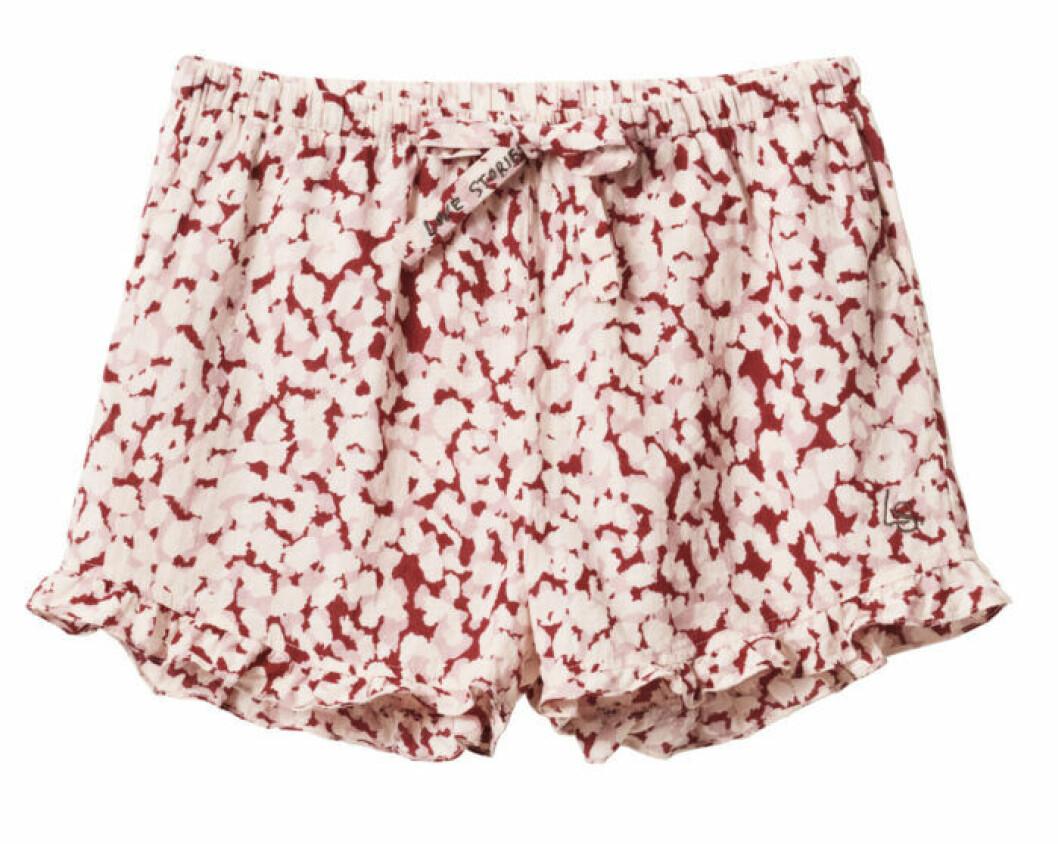H&M släpper badkollektion med Love Stories – mönstrade shorts
