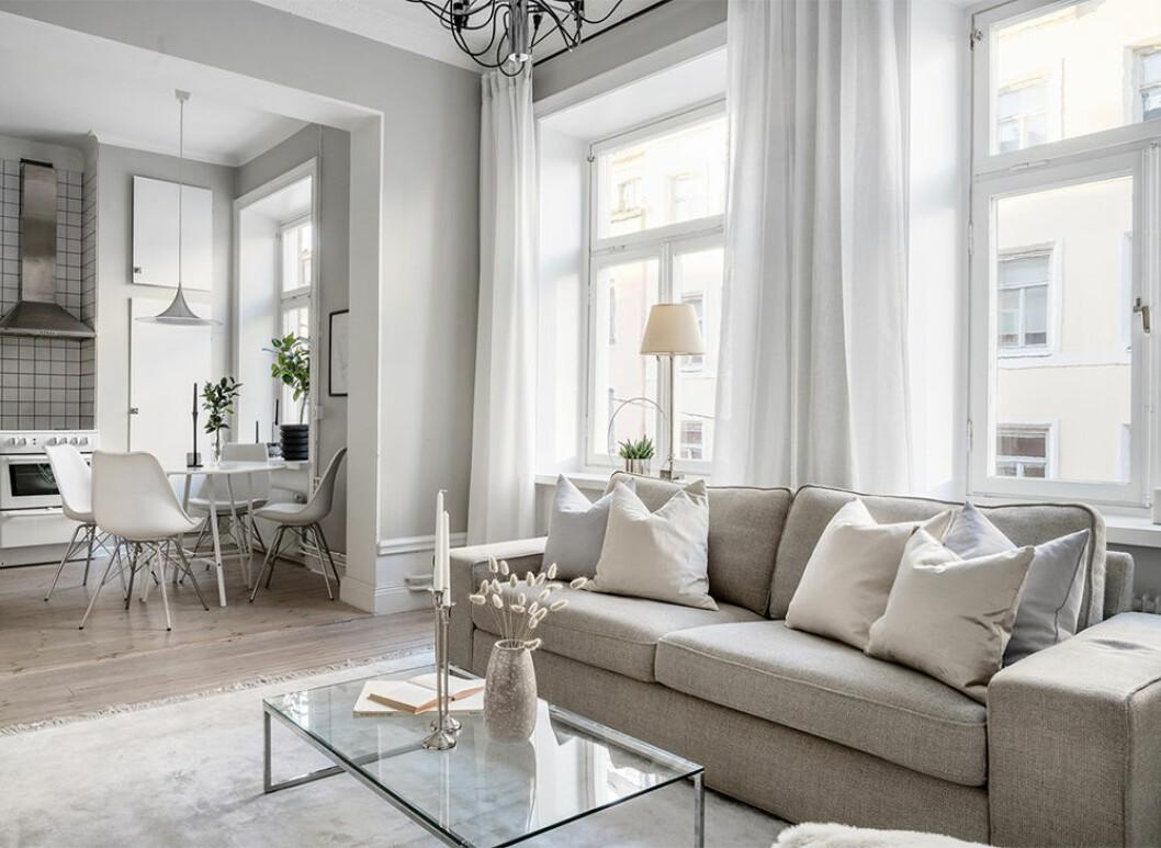 Snyggt vardagsrum i beige toner
