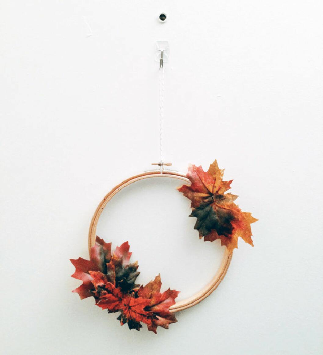 Höstkrans med löv