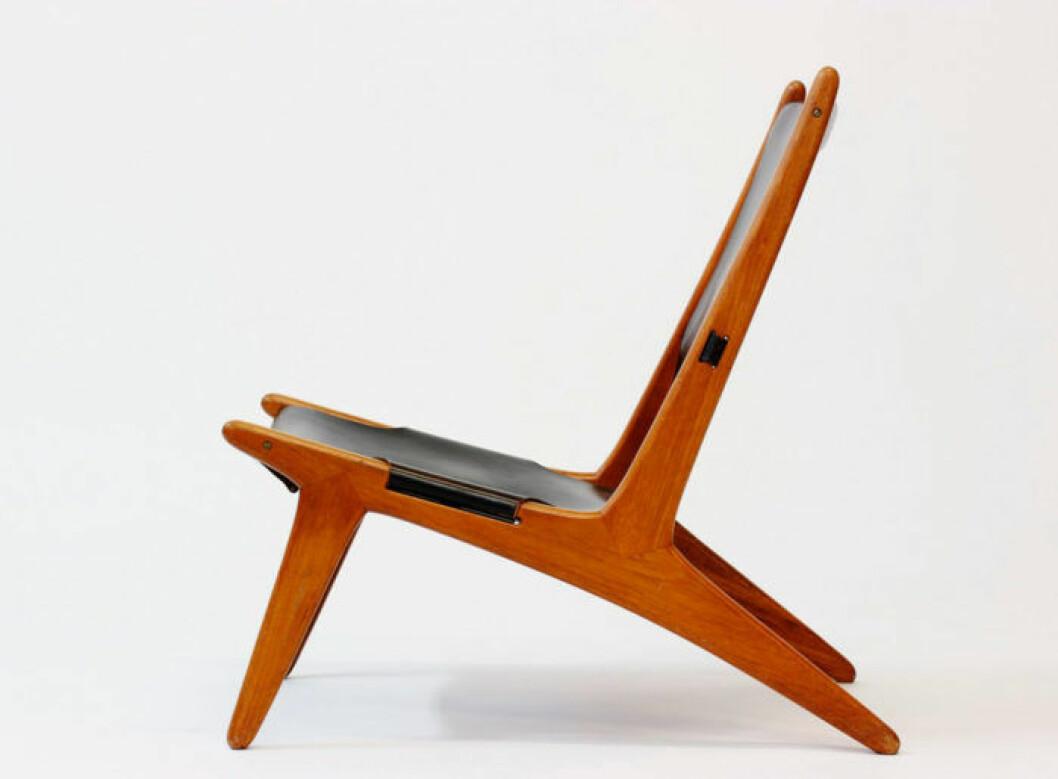 Ett par jaktstolar (hunting chairs) med fin patina säljs i dag för 59000 kr på www.nordlingsantik.com. Tillverkade på 1960-talet av bröderna Uno & Östen Kristiansson för Luxus.