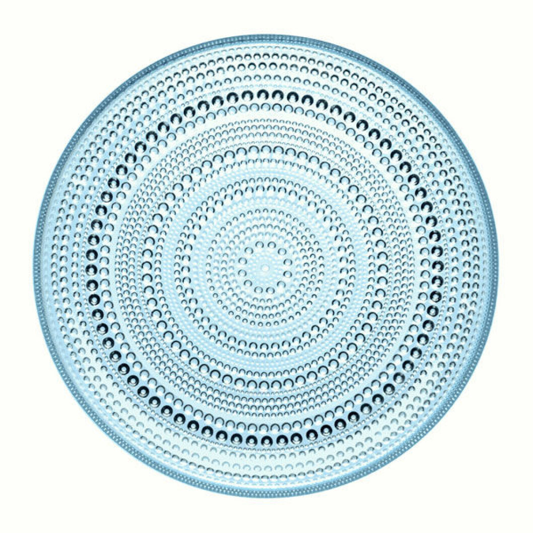 Ljusblå glastallrik från Iittalas serie Kastehelmi.