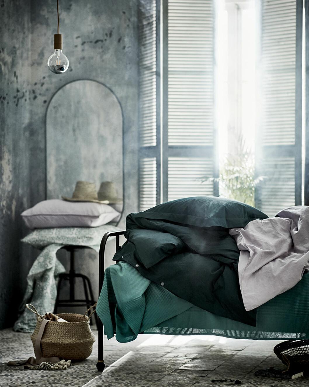 mörkgrönt och skönt i sovrummet hos Ikea 2020