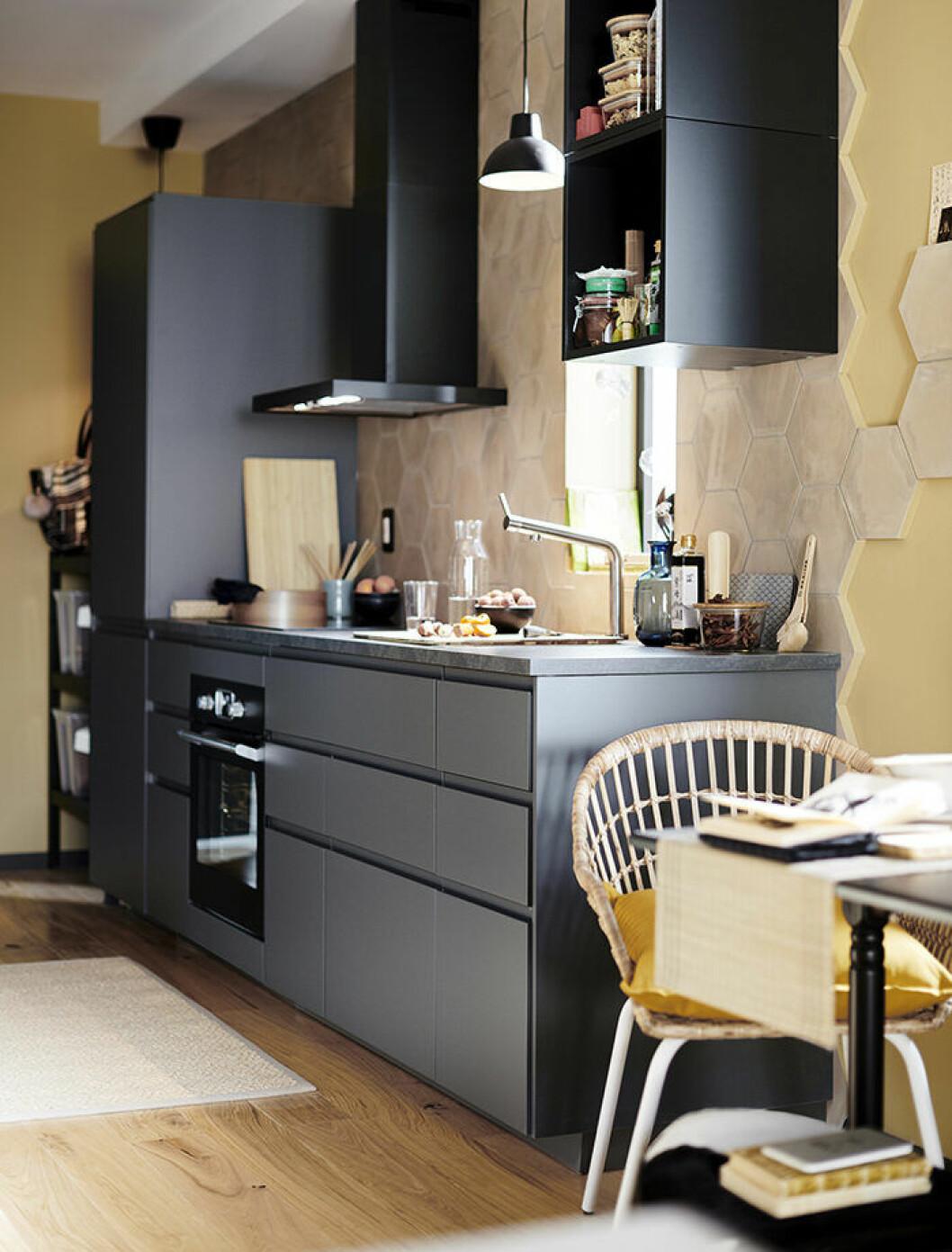 Mörkgrått kök från Ikea