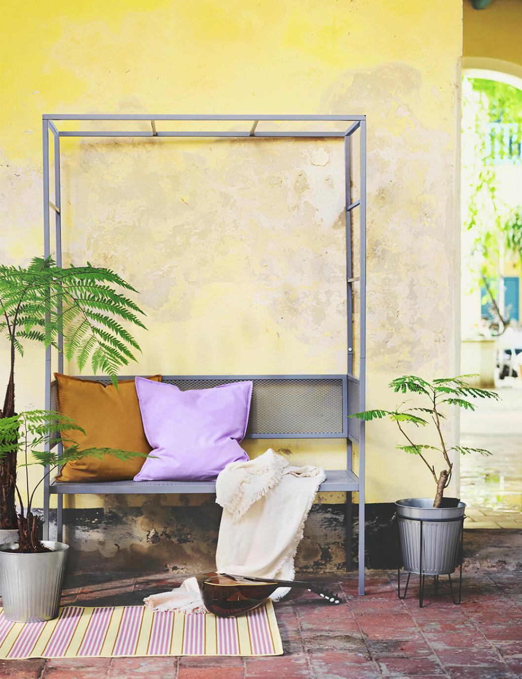 Bänk med spaljé från Ikea sommaren 2020