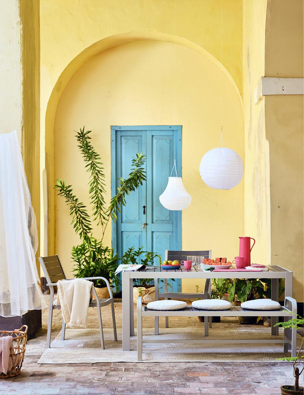 Utemöbler och färgglada detaljer på Ikea sommaren 2020