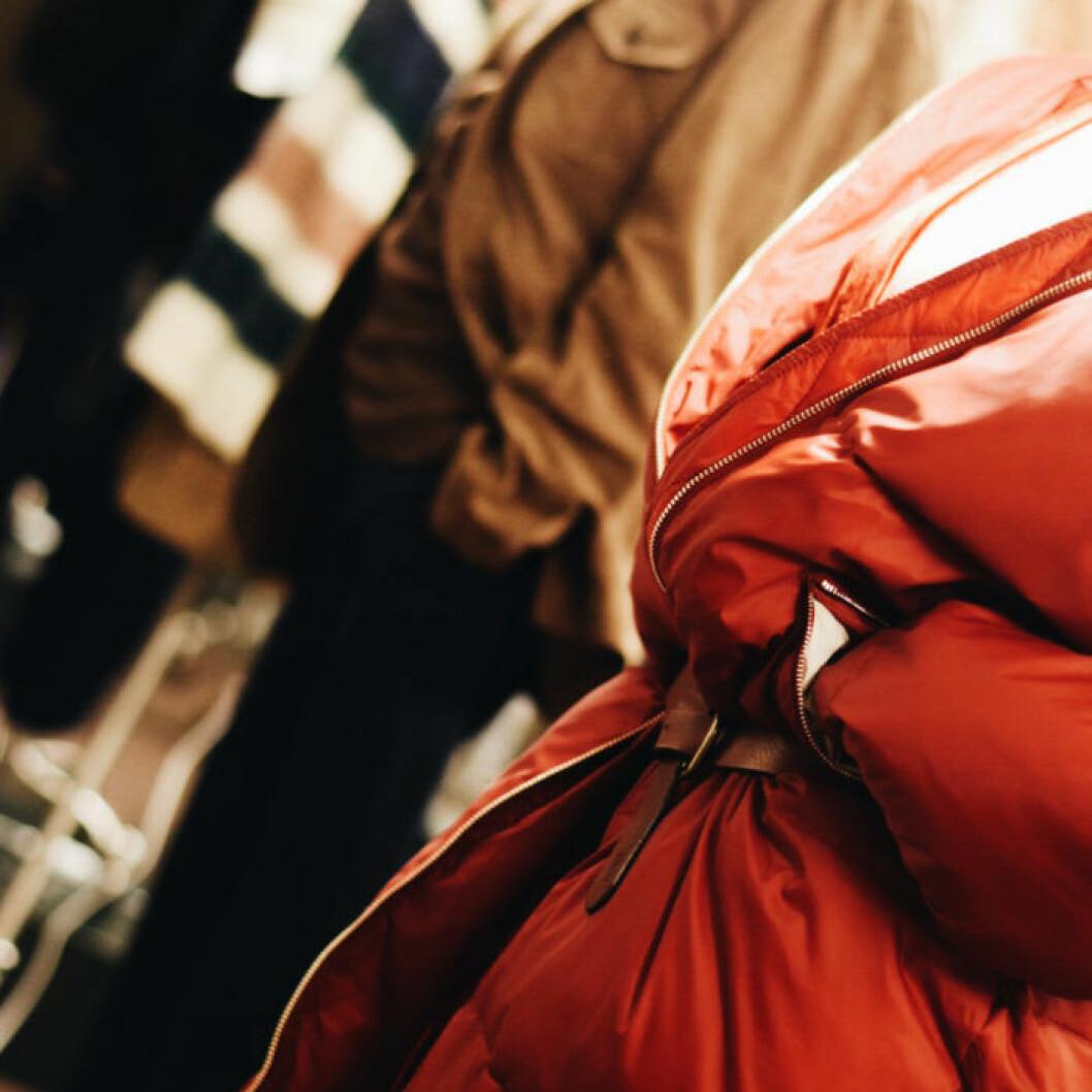 Strandmon fåtölj i turkos sammet från Ikea