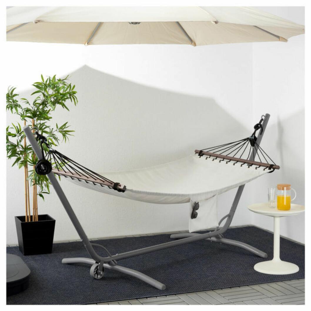 Ikeas hängmatta med stativ.