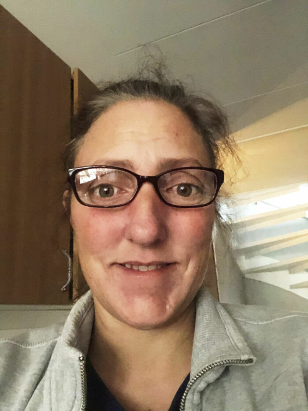 Susanne Ek, 45, från Linköping står i sitt kök.