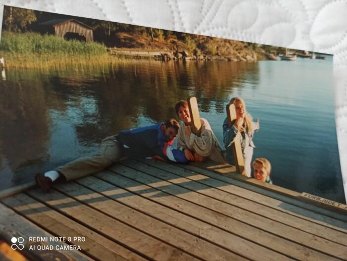 Josefine och Åsa med sina respektive makar, 1994.