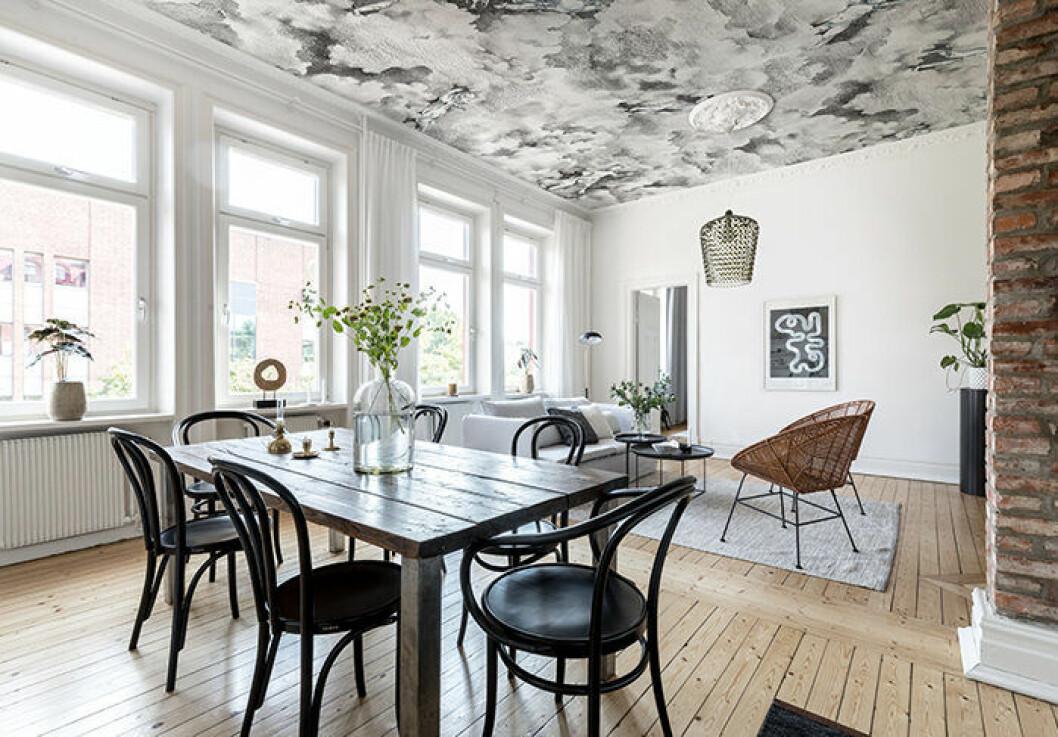 Tapetserat tak med mönster ger wow-effekt