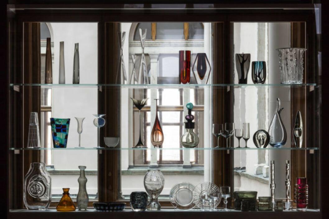 Glasmonter vid ljusgården. Foto Bruno Ehrs