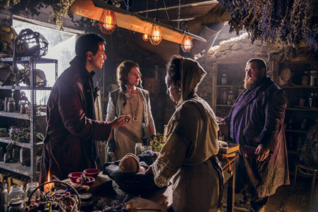 En bild på karaktärerna i tv-serien Into the Badlands.