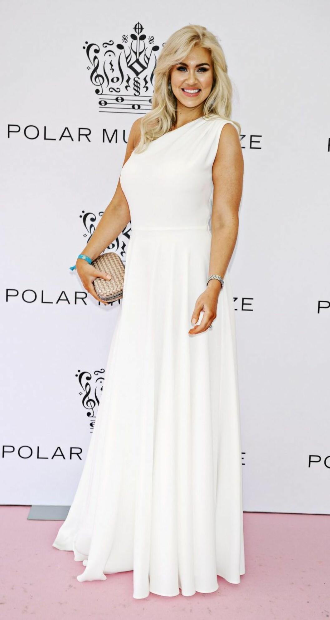 Isabella Löwengrip i vit klänning