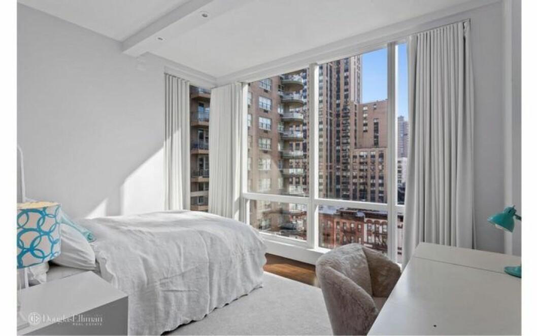 Bloggerskan och entreprenören Isabella Löwengrip letar lägenhet i New York. Här är en bild på ett av sovrummen i lägenheten som hon nu önskar hyra.