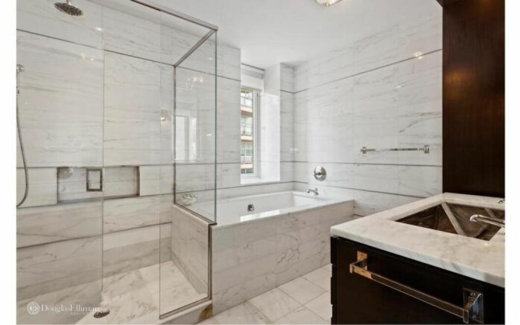 Bloggerskan och entreprenören Isabella Löwengrip letar lägenhet i New York. Här är en bild på en lägenhet med stort badrum och badkar som hon önskar hyra.