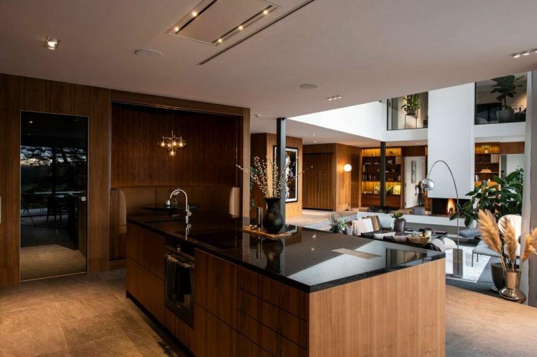 Isabella Löwengrip säljer sin lyxvilla – här är bild på nedanvåningen