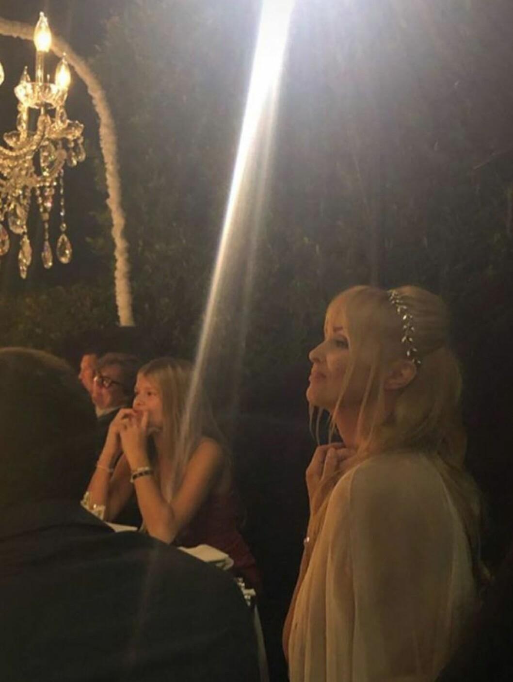 Izabella Scorupcos bröllop med Karl Rosengren i Hollywood Hills.