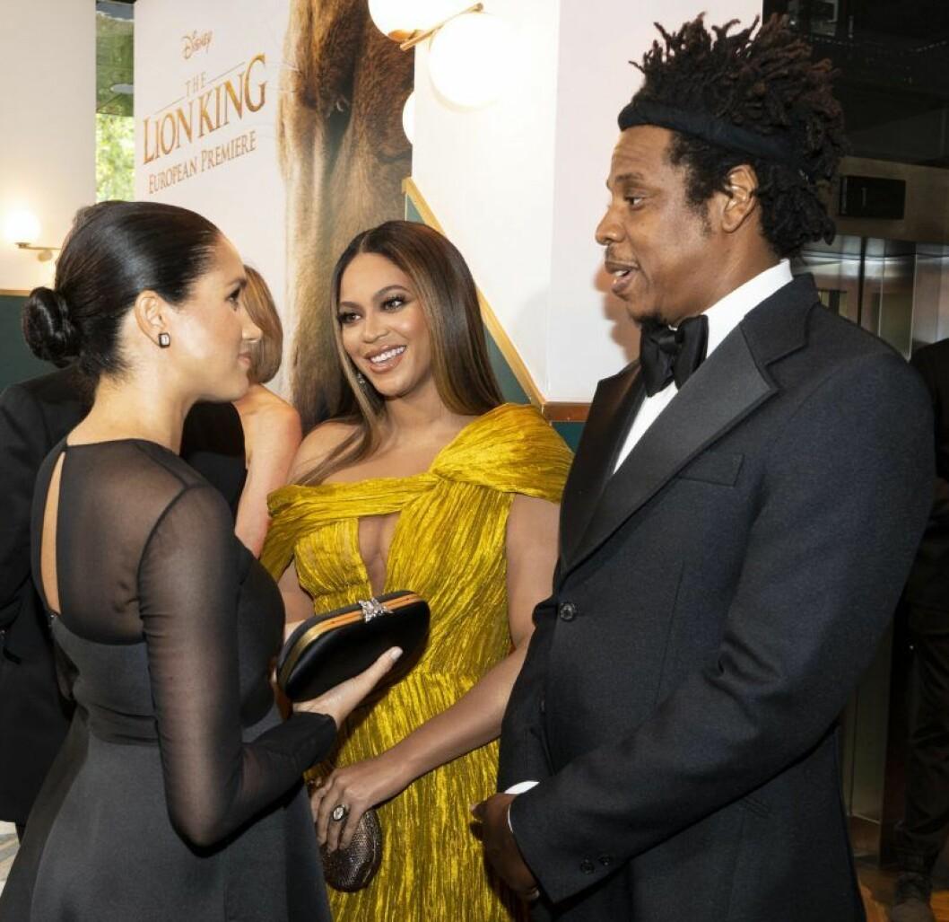 En bild på hertiginnan Meghan Markle, artisten Beyoncé och rapparen Jay-Z.