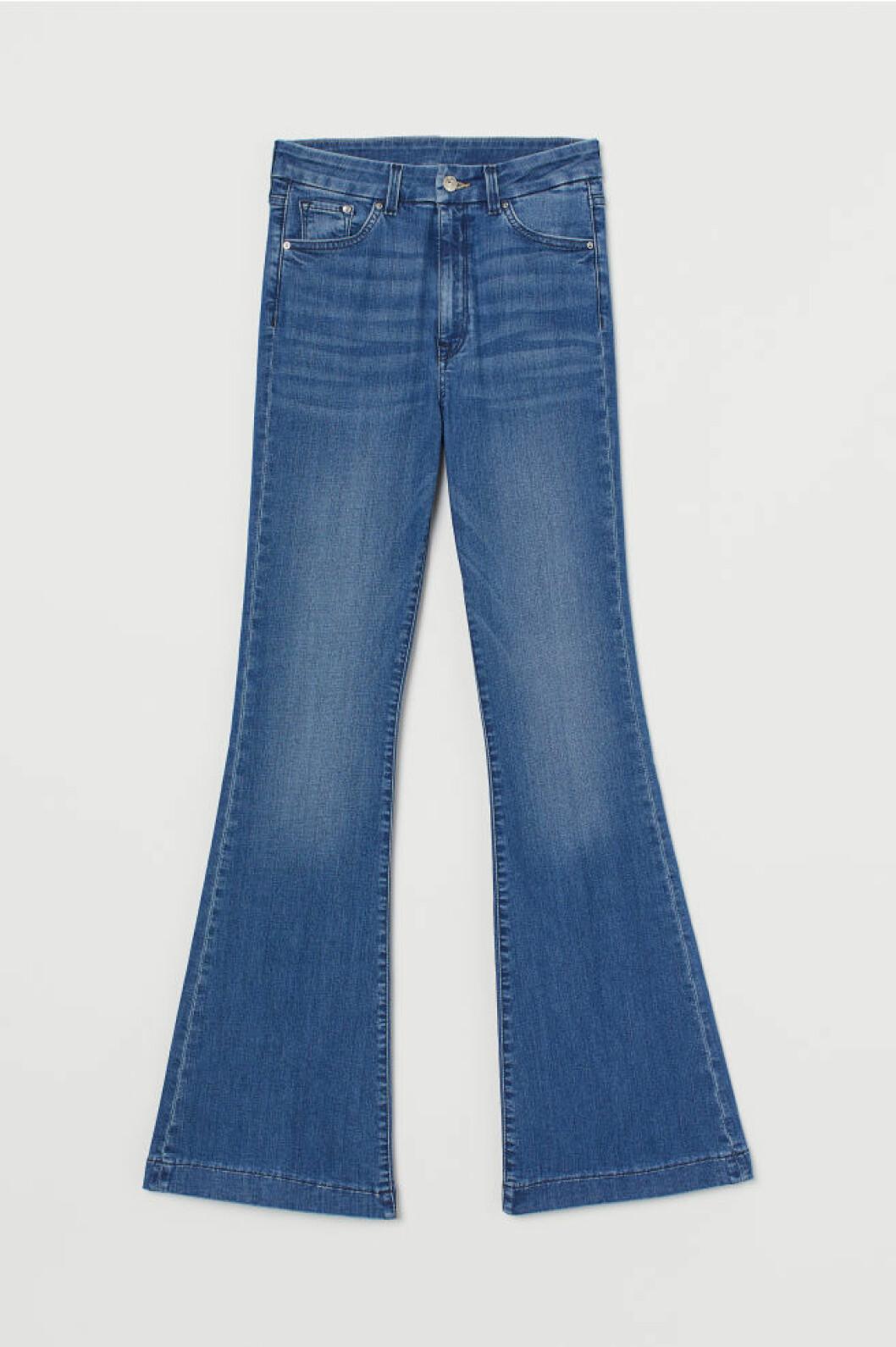 Jeans med utsvängda ben