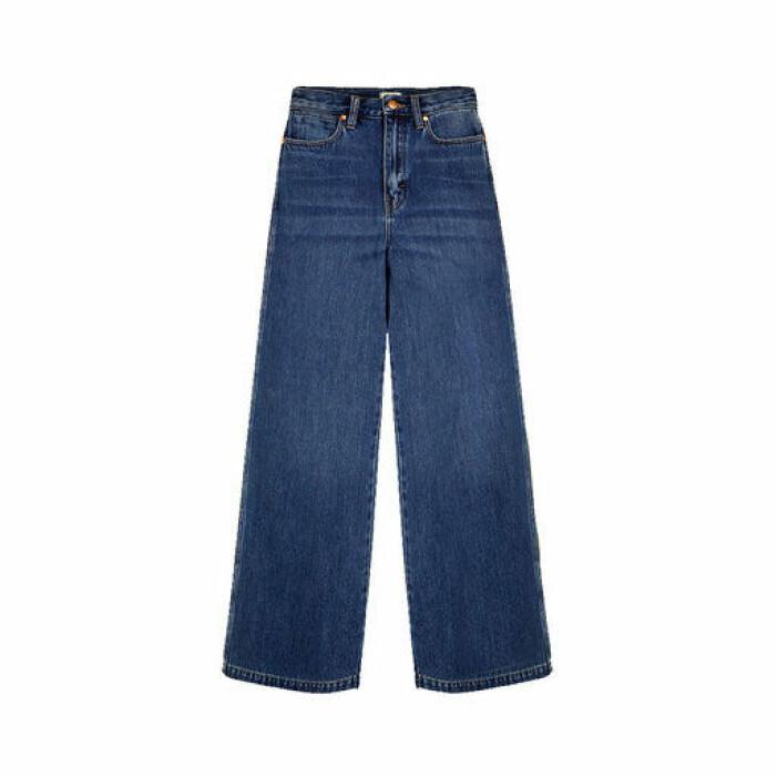 Mörkblå jeans med utsvängda ben från Wrangler