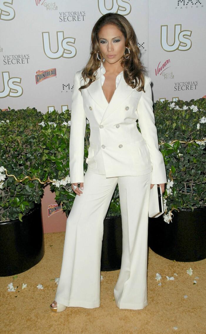 Jennifer Lopez i vit kostym
