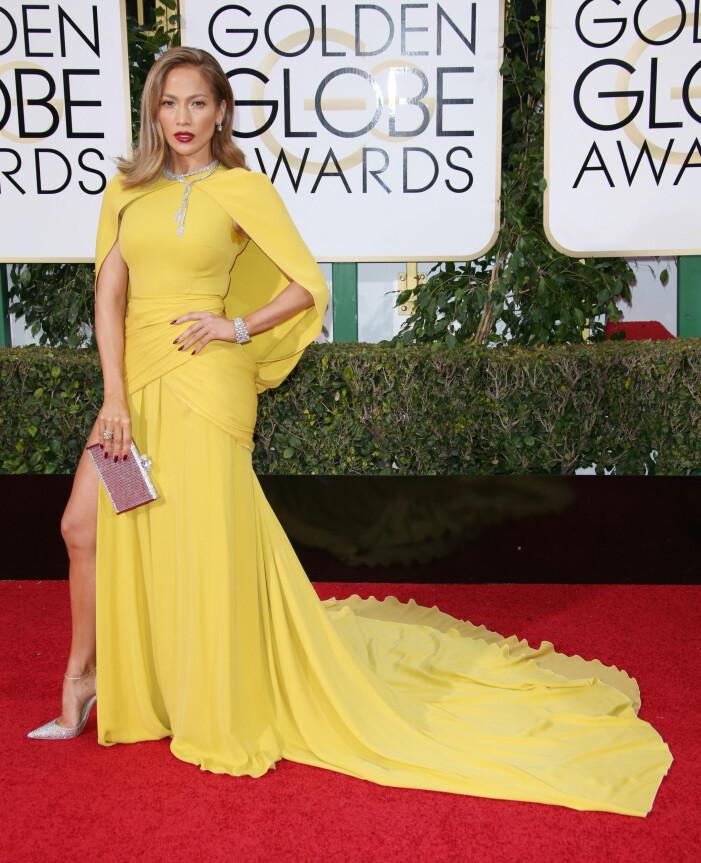 Jennifer Lopez i gul långklänning med släp