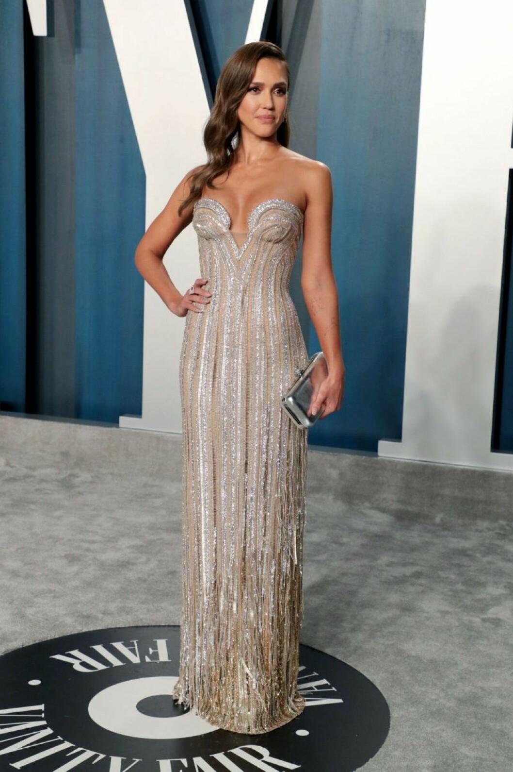 Jessica Alba i klänning